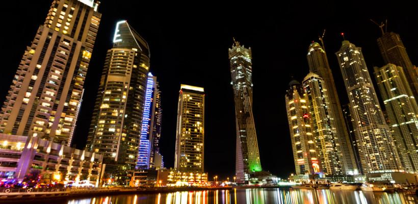 Dubaj nocą. Źródło: https://flic.kr/p/aFzG3Z